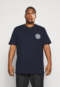 Jack & Jones - JORBRAD  - T-shirt print - navy blazer - 0