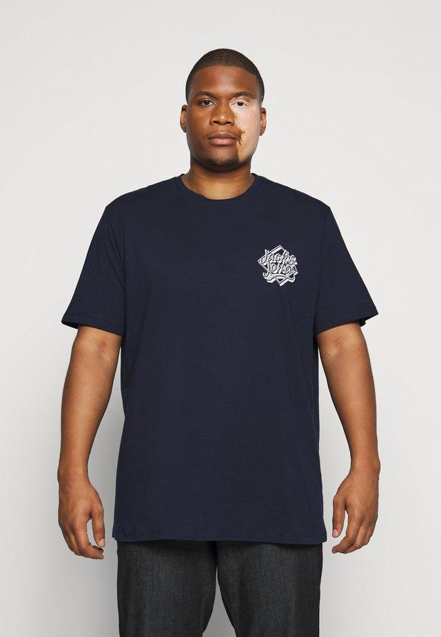 JORBRAD  - Triko spotiskem - navy blazer