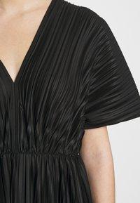 Zign - PLISSE MIDI DRESS - Denní šaty - black - 7