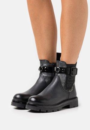 HELLCAT - Cowboy/biker ankle boot - black