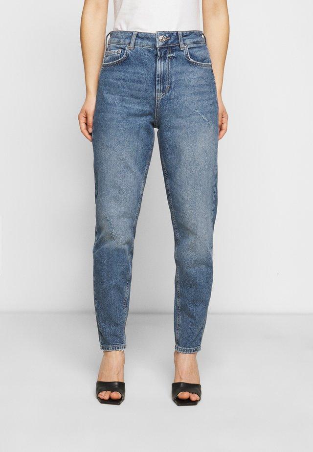 PCZOE STRAIGHT - Straight leg jeans - medium blue denim
