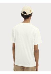 Scotch & Soda - Basic T-shirt - off-white - 2