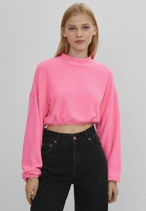 MIT PATENTMUSTER UND GUMMIZUG  - Long sleeved top - pink