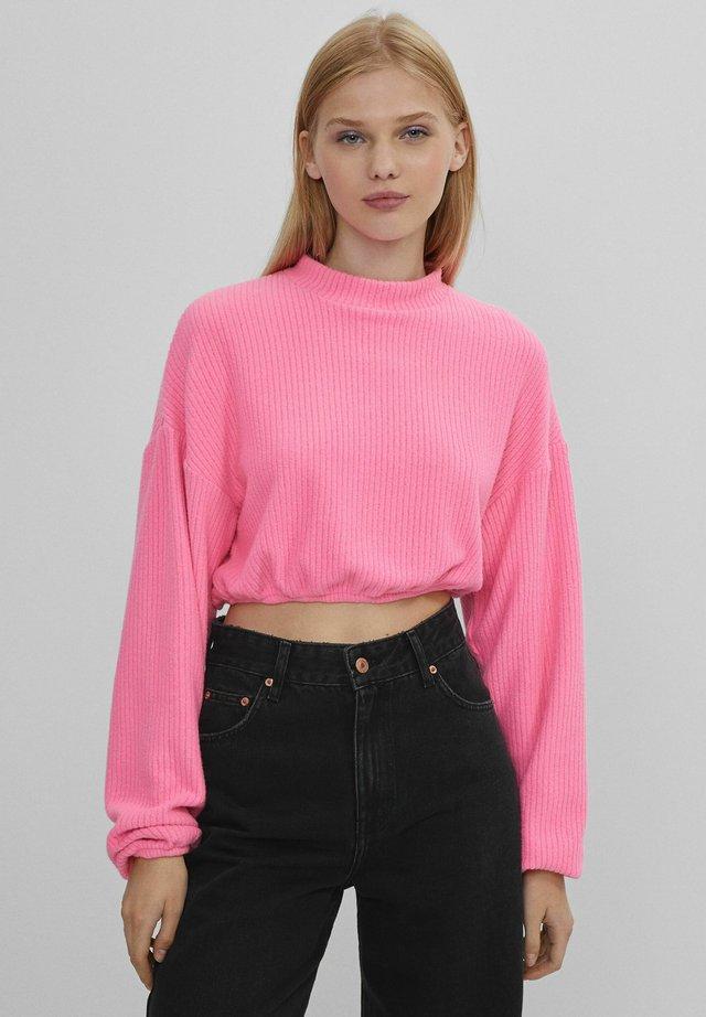 MIT PATENTMUSTER UND GUMMIZUG  - T-shirt à manches longues - pink