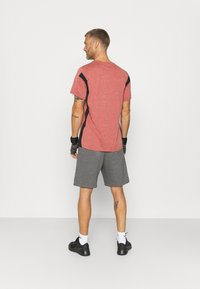 Nike Performance - HYPER DRY - T-shirts print - rust pink heather/black - 2