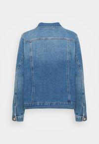 Vero Moda Curve - VMFAITH JACKET - Denim jacket - medium blue denim - 1