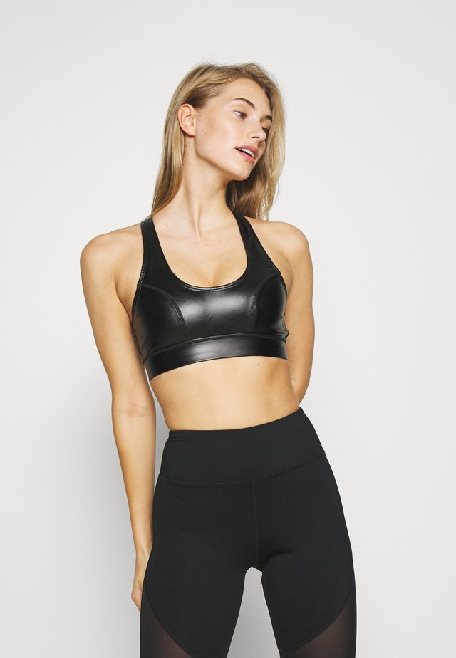 CROSS BACK DETAIL SPORTS BRA CORE IN WETLOOK - Sports bra - black