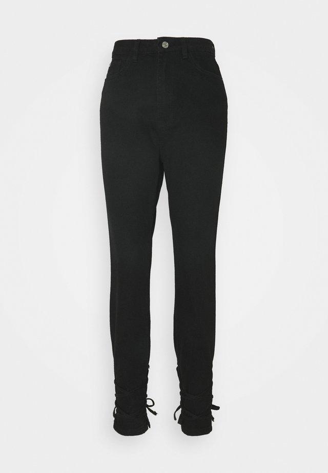 RIOT HIGHWAISTED TIE HEM MOM - Jeansy Straight Leg - black