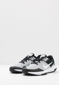 Nike Performance - VARSITY COMPETE TR 3 - Sports shoes - light smoke grey/white/black - 2
