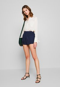 4th & Reckless - THEA - Shorts - navy - 1