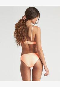 Billabong - UNDER THE SUN - Bikini bottoms - neon peach - 1