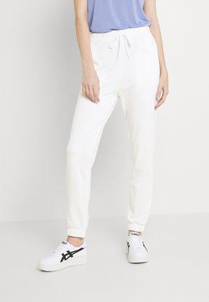 PCCHILLI SUMMER PANTS - Pantalon de survêtement - bright white