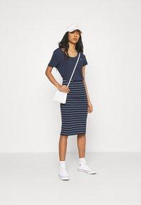 Tommy Jeans - LONG BODYCON STRIPES SKIRT - Pencil skirt - twilight navy - 1
