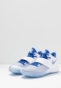 Nike Performance - KYRIE FLYTRAP III - Koripallokengät - white/varsity royal/pure platinum - 2
