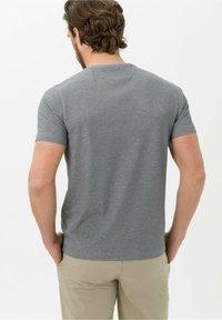 BRAX - Basic T-shirt - marine - 3