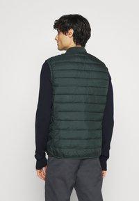 CELIO - SULESS - Waistcoat - dark green - 2
