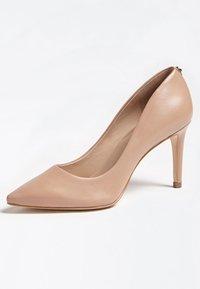 Guess - Zapatos altos - beige - 2