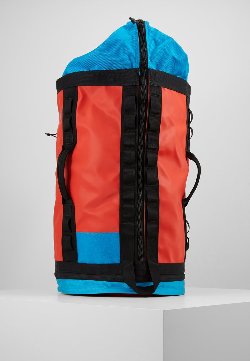 The North Face - EXPLORE HAULABACK S - Rucksack - fiery red extreme combo