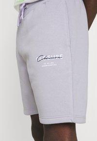 CLOSURE London - BLOCK SCRIPT - Shorts - lilac - 3