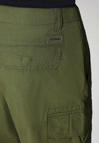 Napapijri - NOTO - Shorts - green cypress - 6