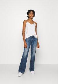Le Temps Des Cerises - Flared Jeans - blue - 1