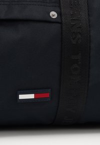 Tommy Jeans - TJM CAMPUS  DUFFLE - Torba weekendowa - black - 2