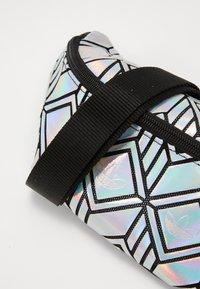 adidas Originals - FOR HER SPORTS INSPIRED WAISTBAG - Ledvinka - silver - 5