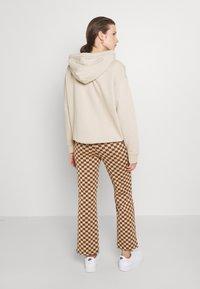 Monki - NOVA - Pantaloni - beige/brown - 2
