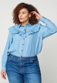 Zizzi - MIT RÜSCHEN - Button-down blouse - light blue - 0