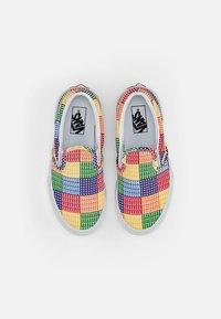 Vans - CLASSIC SLIP-ON - Slip-ons - (pride) multi/true white - 3