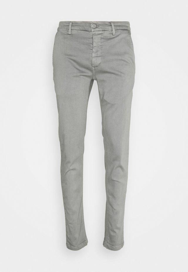 ZEUMAR HYPERFLEX  - Slim fit jeans - grey azure