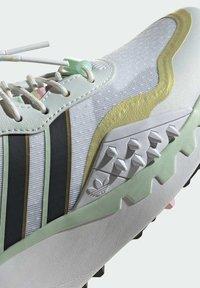 adidas Originals - CHOIGO  - Tenisky - ftwr white/core black/frozen green - 10