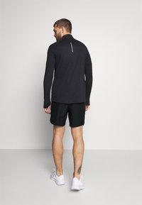 Nike Performance - CHALLENGER - Korte broeken - black/silver - 2