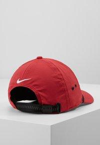 Nike Golf - AROBILL ROPE UNISEX - Cap - sierra red/anthracite/white - 3