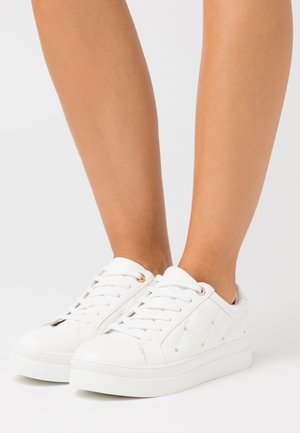 COOPER QUILT TOP UP - Sneakers laag - white