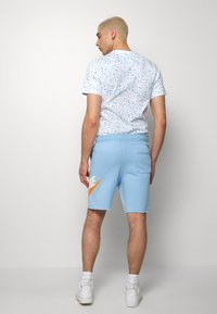 Nike Sportswear - M NSW HE FT ALUMNI - Shorts - psychic blue/sail - 2