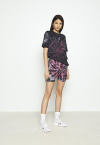 Missguided - COORD AND CYCLE TIE DYE SET - Shorts - pink - 1