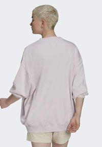 adidas Originals - GRAPHIC SWEATER ORIGINALS PULLOVER - Sweatshirt - pearl amethyst - 2