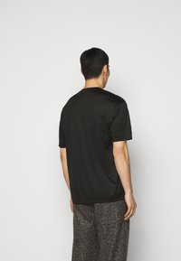 Emporio Armani - Basic T-shirt - black - 2