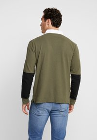 Levi's® - MIGHTY MADE RUGBY  - Piké - olive night/ black/natural - 2