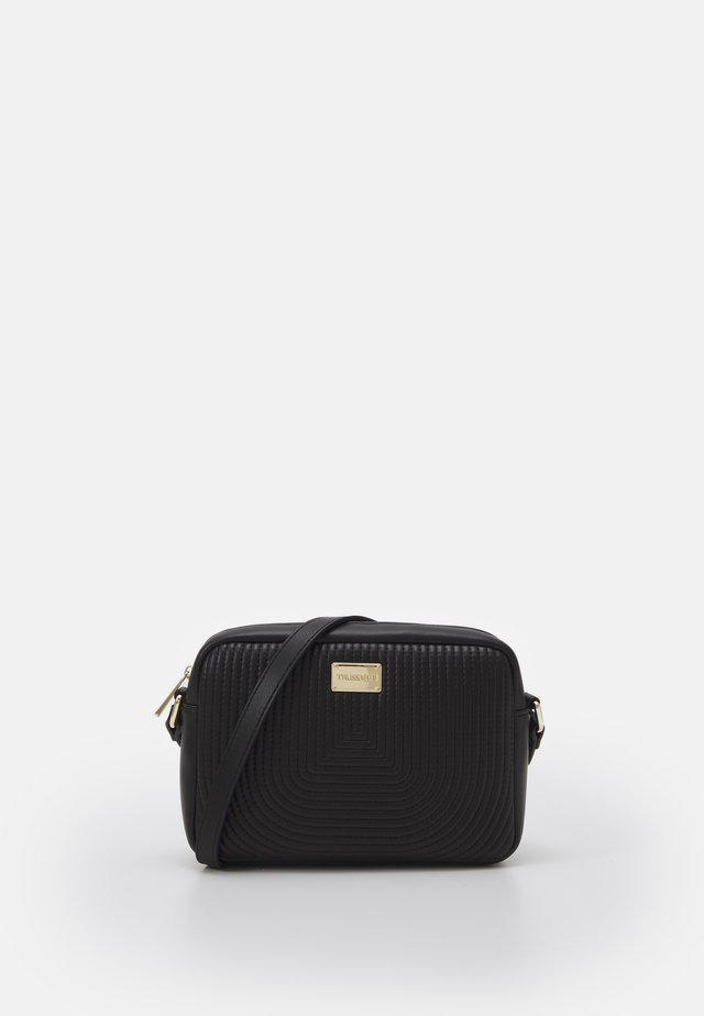 QUILTED CAMERA BAG - Across body bag - black