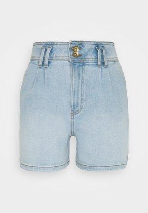 JDYCARMEN LIFE POCKET - Denim shorts - light blue denim