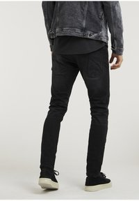 CHASIN' - CROWN RIX - Jeans Tapered Fit - black - 2