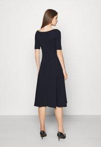 Lauren Ralph Lauren - MUNZIE ELBOW SLEEVE CASUAL DRESS - Jersey dress - navy - 2
