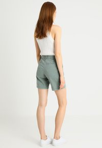 GAP - CLEAN  - Shorts - winter forest - 2