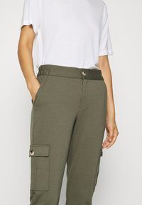 Freequent - FQNANNI ANKLE CAR - Trousers - olive - 6