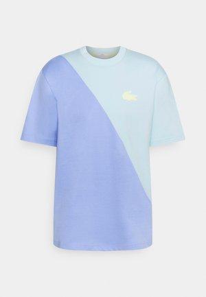 UNISEX - Print T-shirt - syringa/nattier blue