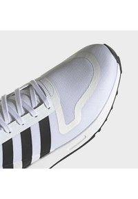 adidas Originals - MULTIX UNISEX - Sneakers - ftwr white/core black/ftwr white - 7