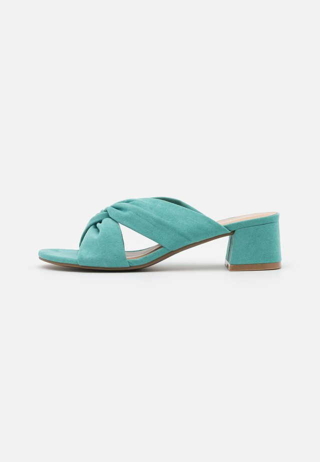 WIDE FIT CALAIS - Heeled mules - green