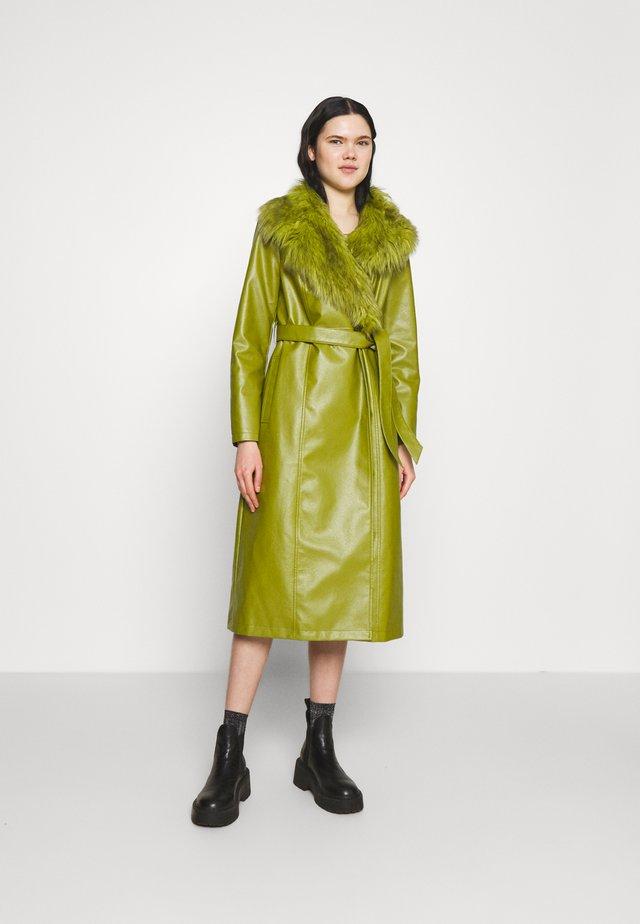 COLLAR COAT - Klasyczny płaszcz - green